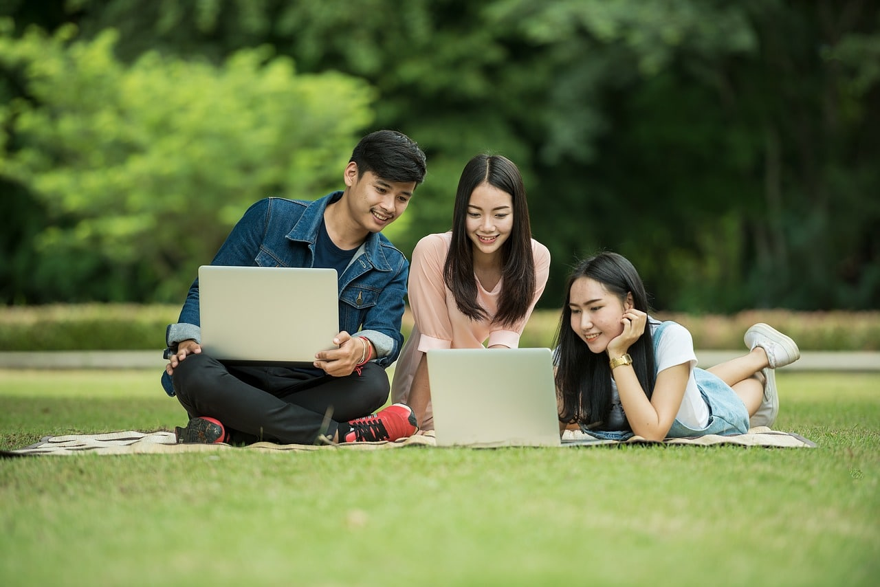 picture of young students