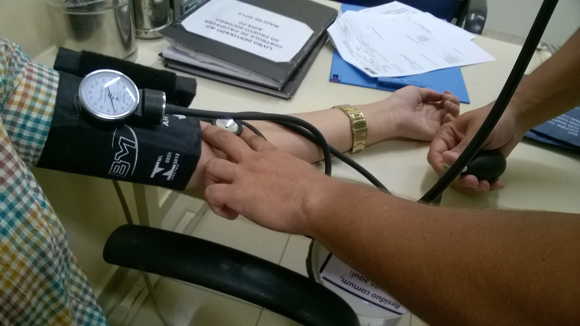 picture of a nurse measuring blood pressure