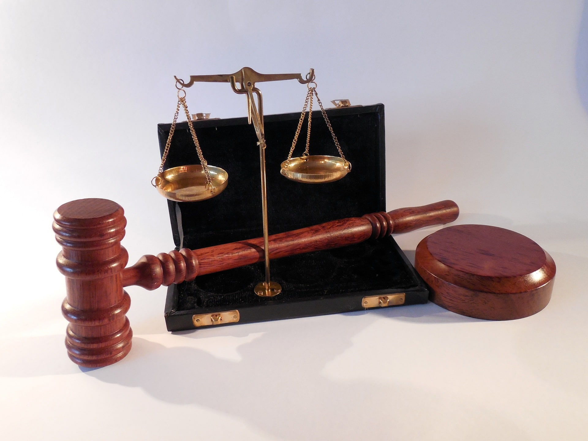 picture of scales of justice and gavel